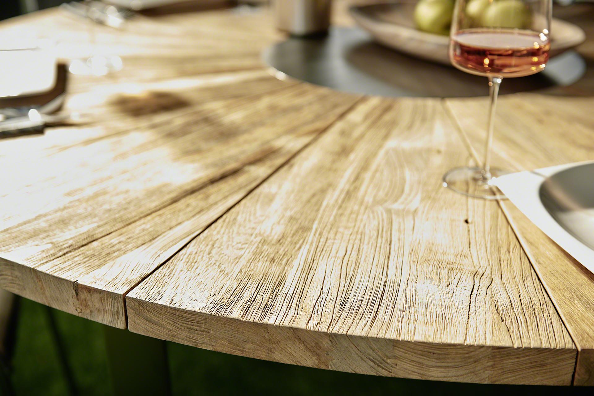 Detail, Tisch, Weinglas, Holz, Rund, Garten, Sommer, Sonne, AMS Moebel, AMS, AR, Articus & Röttgen Fotografie