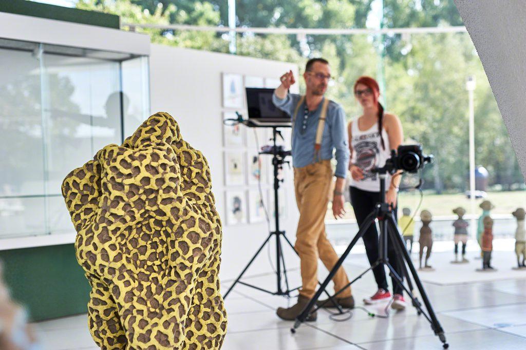 Making Off, Frechener Keramikpreis, Nachwuchsförderpreis, Keramion, Nikon, Stativ, Kunst, Art, AR, Articus & Röttgen Fotografie, Helge Articus, Tamara Wolf, Fotografen bei der Arbeit