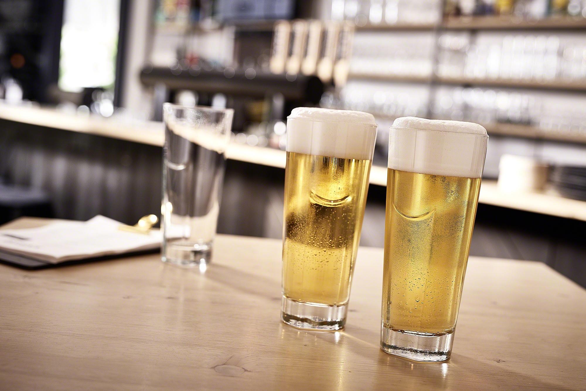 glas, bier, getränk, rastal, produkt, bar, leer, pils, weizen, articus und röttgen fotografie, köln,koblenz, bonn, brexx, brexx grenzau, hotel zugbrücke, produktfotografie